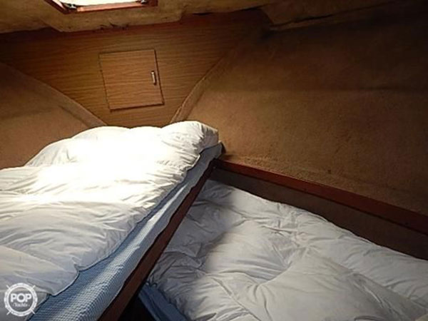 yacht-rental-front-bdrm-bg